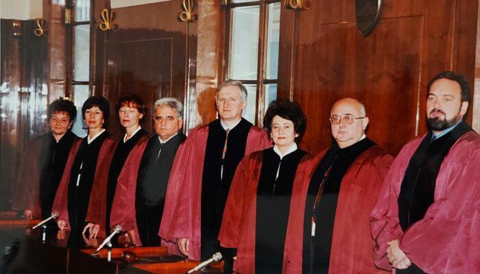 Sestava ustavnih sodnikov leta 1999