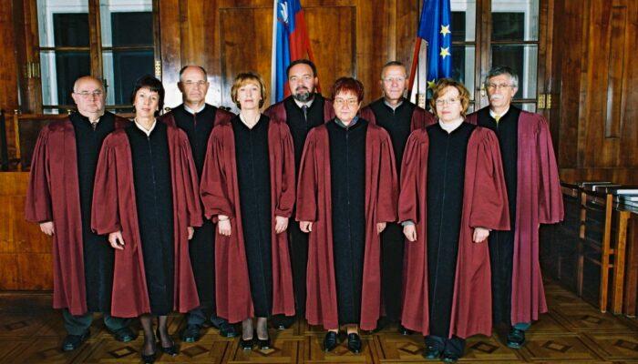 Sestava ustavnih sodnikov leta 2002
