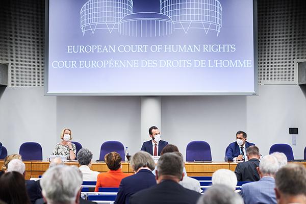 Predsednik Ustavnega sodišča dr. Rajko Knez se je udeležil srečanja sodnic in sodnikov na Evropskem sodišču za človekove pravice v Strasbourgu
