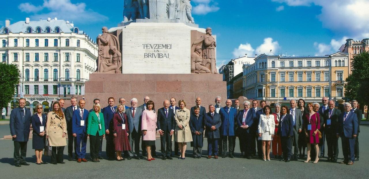Predsednik Ustavnega sodišča dr. Rajko Knez in sodnica dr. Dunja Jadek Pensa sta se udeležila mednarodne konference v Rigi.